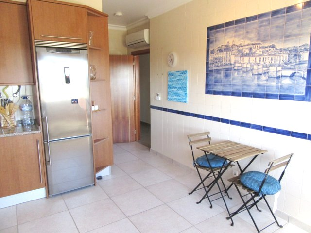 Very spacious, fully equiped kitchen with decorative azulejos