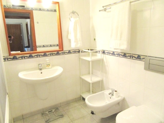 Bathroom with bath/shower, w.c. and bidet