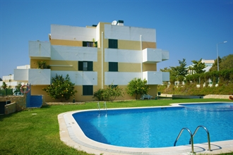 Well presented two bedroom apartment with swimming pool to rent near Benamor Golf, Cabanas de Tavira - Algarve