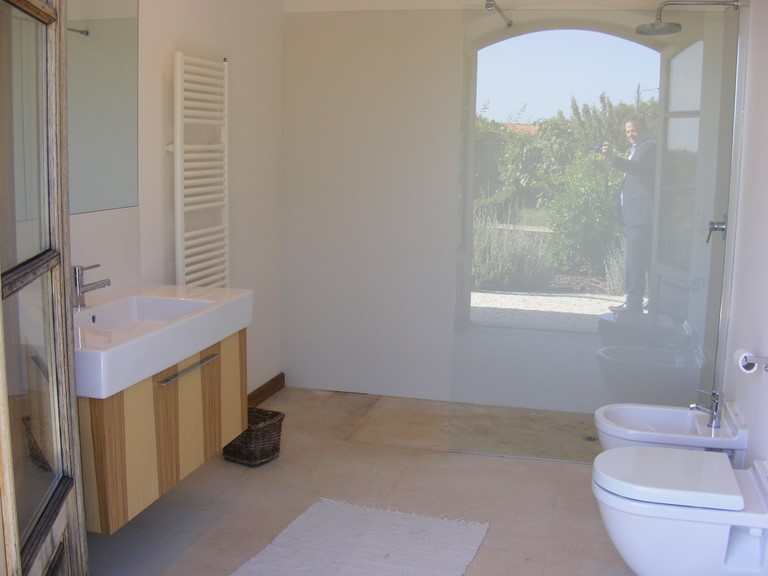 Spacious en suite bathoom with walk-in shower