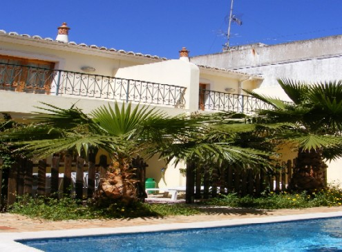 Three 2 bedroom Townhouses with private pool, in center of Tavira